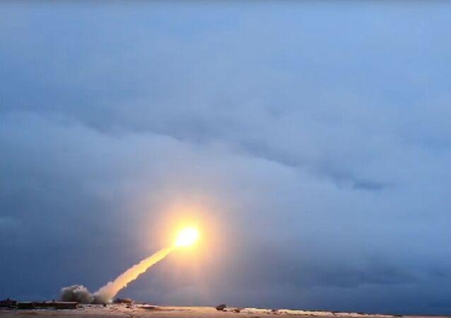 الدفاع الروسية تعرض فيديو إطلاق صاروخ جديد مزود بمحرك نووي بوريفيستنيك
