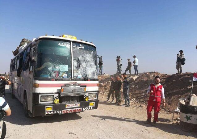 مسلحو إدلب يستهدفون الحافلات التي تقل المحاصرين أثناء توجههم إلى معبر العيس جنوب حلب
