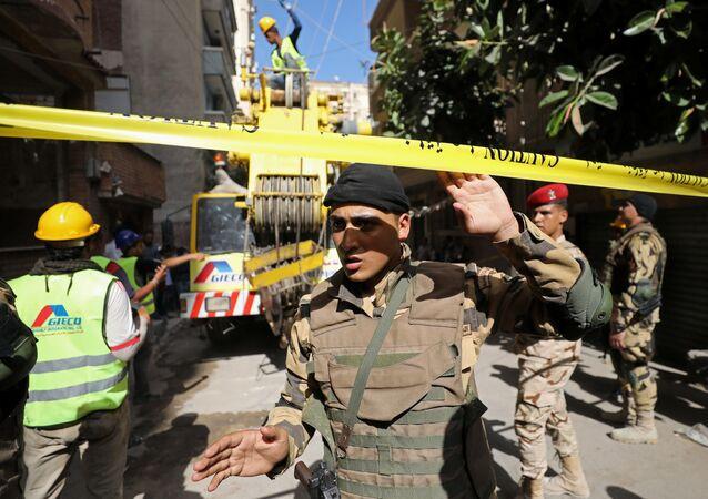 الشرطة المصرية في موقع العثور على المومياء في الإسكندرية، شمال مصر 19 يوليو/ تموز 2018