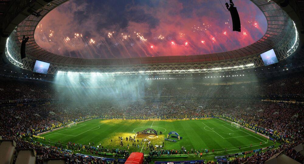ألعاب نارية بمناسبة ختام بطولة كأس العالم فيفا لكرة القدم روسيا 2018 في ملعب لوجنيكي في موسكو