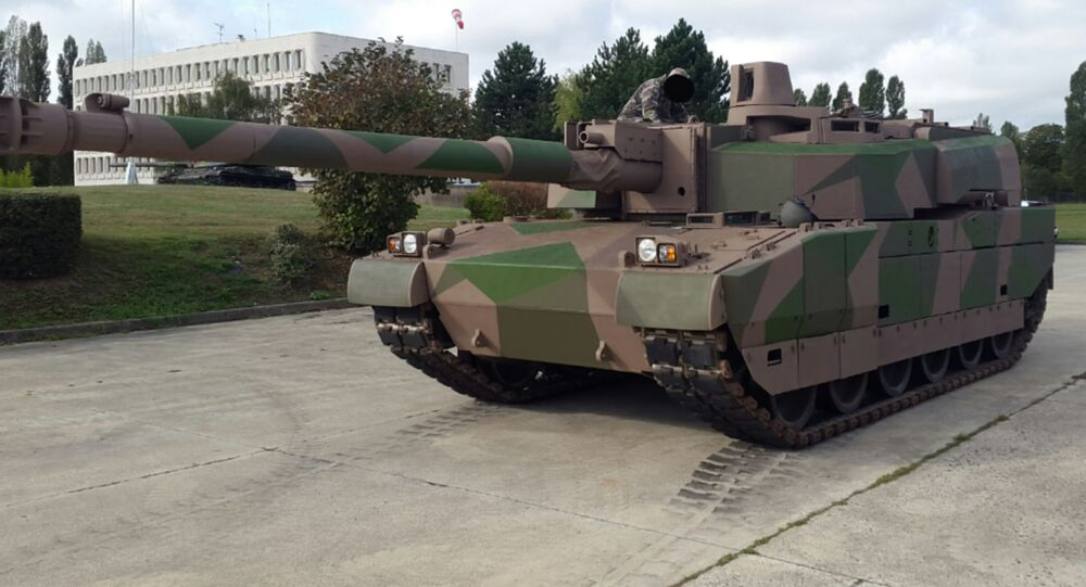 دبابة لكلارك المزودة بمدفع عيار 140 ملم