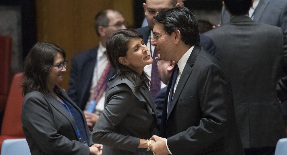 نيكي هايلي مندوبة أمريكا في الأمم المتحدة بصحبة مندوب إسرائيل بالأممم المتحدة