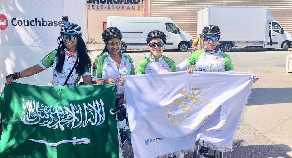 شباب وشابات سعوديين يتحدثون عن ركوب الدراجات