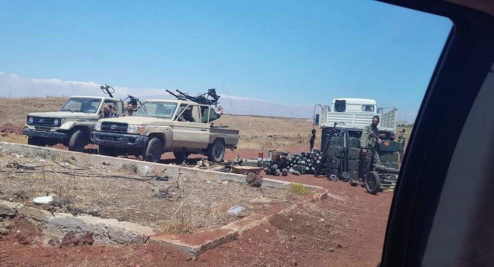 رشاشات محملة على سيارات سلمتها الفصائل المسلحة في الجنوب السوري