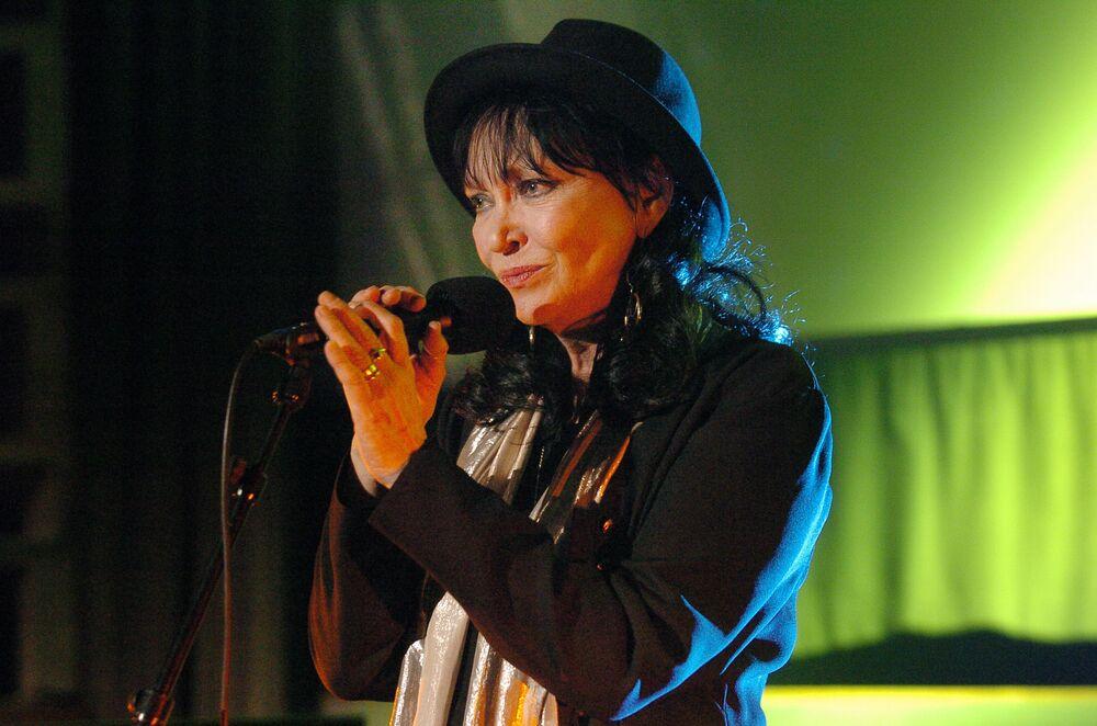 الممثلة الفرنسية آنا كارين
