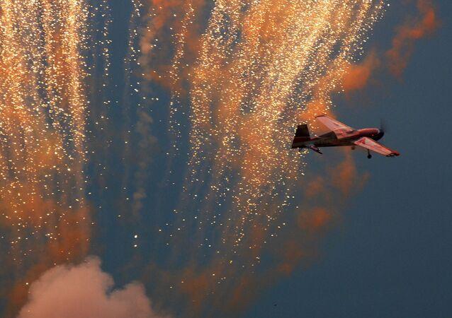 عرض جوي للطيران في إطار درون أفيا شو في ناخابينو بضواحي موسكو