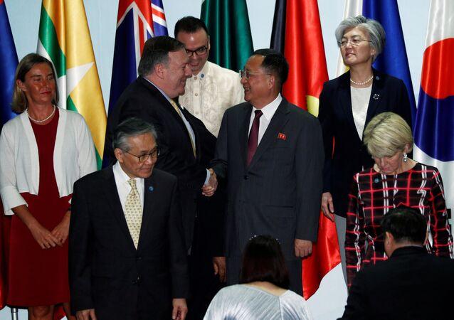 بومبيو ووزير الخارجية الكوري