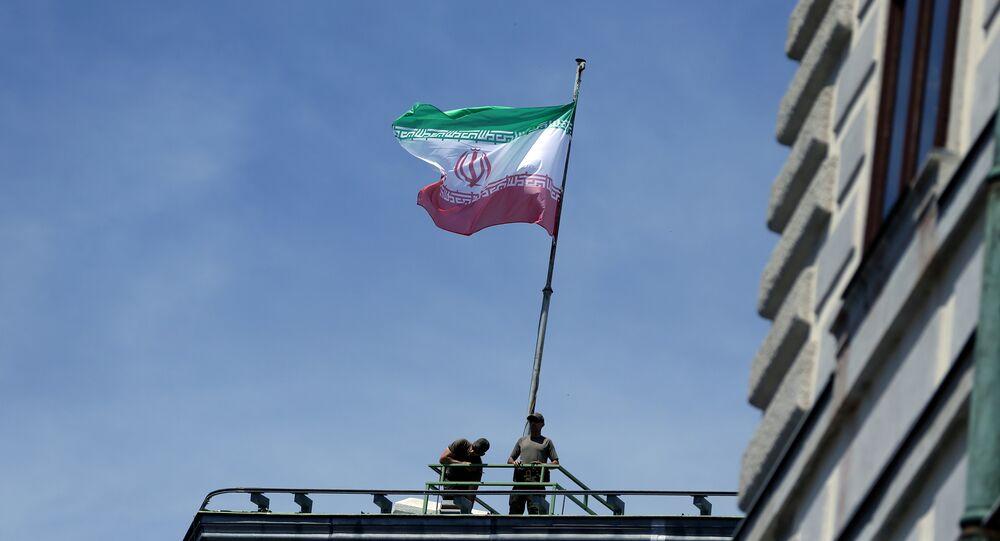 العلم الإيراني فوق المستشارية النمساوية خلال زيارة روحاني