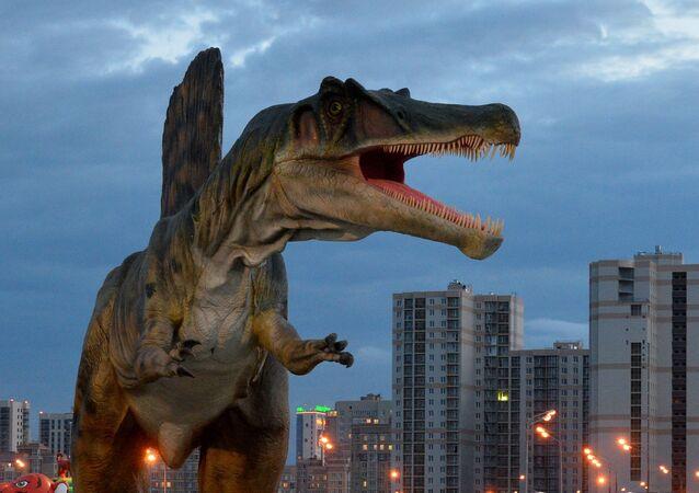 ديناصور في مدينة ملاهي يوركين بارك ترافل (Yurkin Park) في قازان