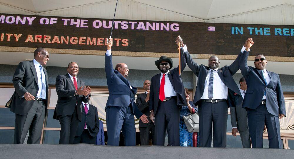 البشير وريك ماشار وسلفاكير قبل توقيع اتفاق السلام في جنوب السودان
