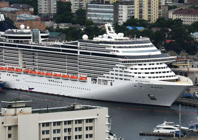 السفبنة الضخمة MSC Splendida  في ميناء المحطة البحرية في فلاديفوستوك