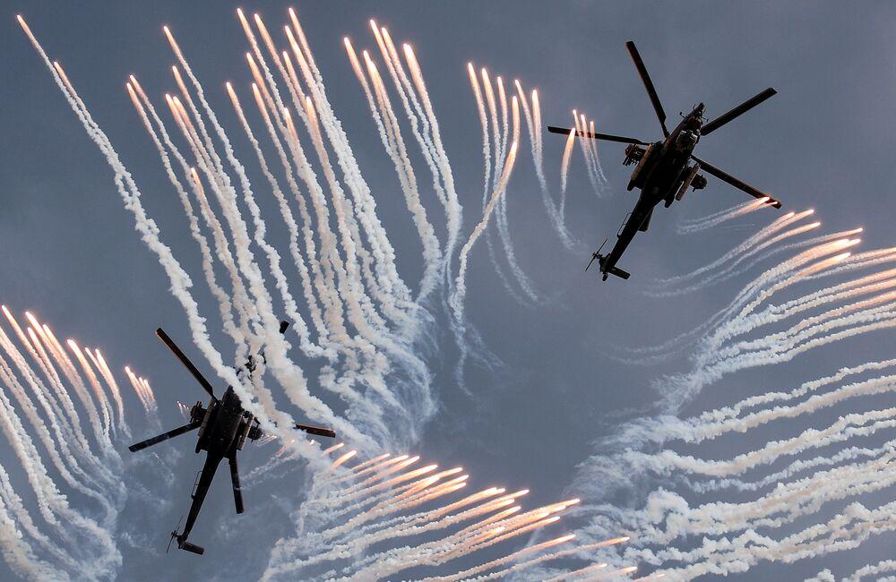 مروحيات مي-28 في سباق أفيادارتس في إطار مسابقة الألعاب العسكرية الدولية أرمي -2018  (الجيش - 2018) في ريازان الروسية