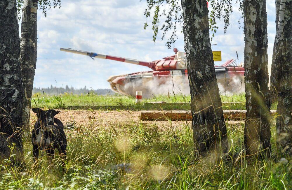 فريق من منغوليا في سباق بياتلون الدبابات - 2018 في إطار مسابقة الألعاب العسكرية الدولية أرمي -2018  (الجيش - 2018) في حقل ألابينو بضواحي موسكو