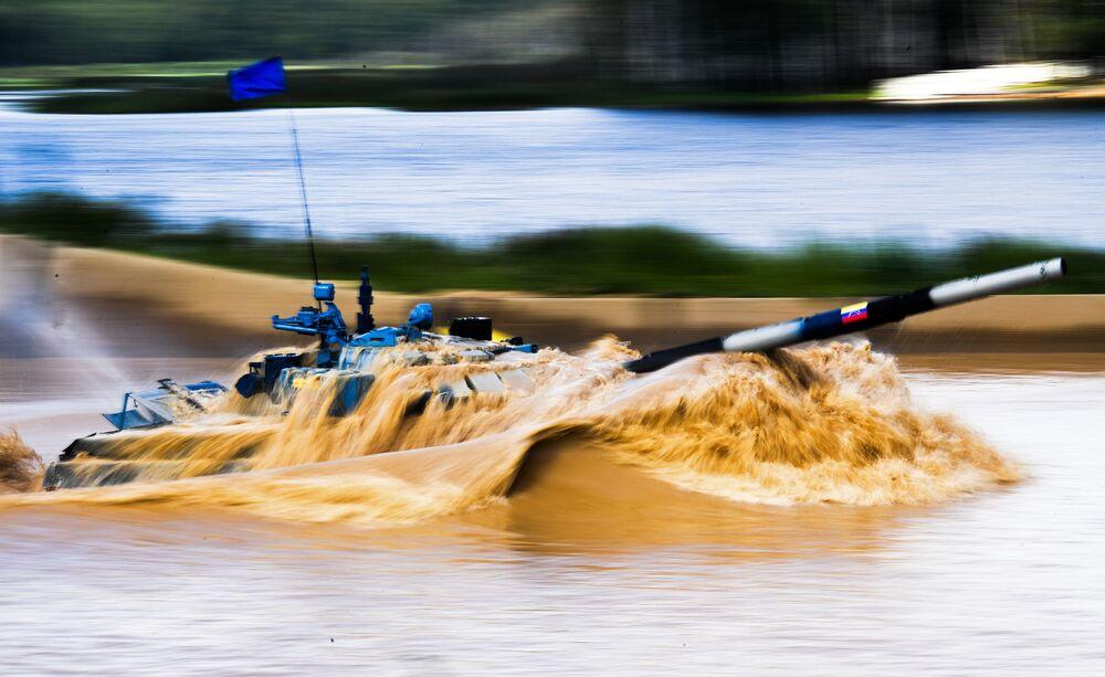 فريق فنزويلا خلال مرحلة طريق قوات الاستطلاع في إطار مسابقة الألعاب العسكرية الدولية أرمي -2018  (الجيش - 2018) في حقل ألابينو بضواحي موسكو