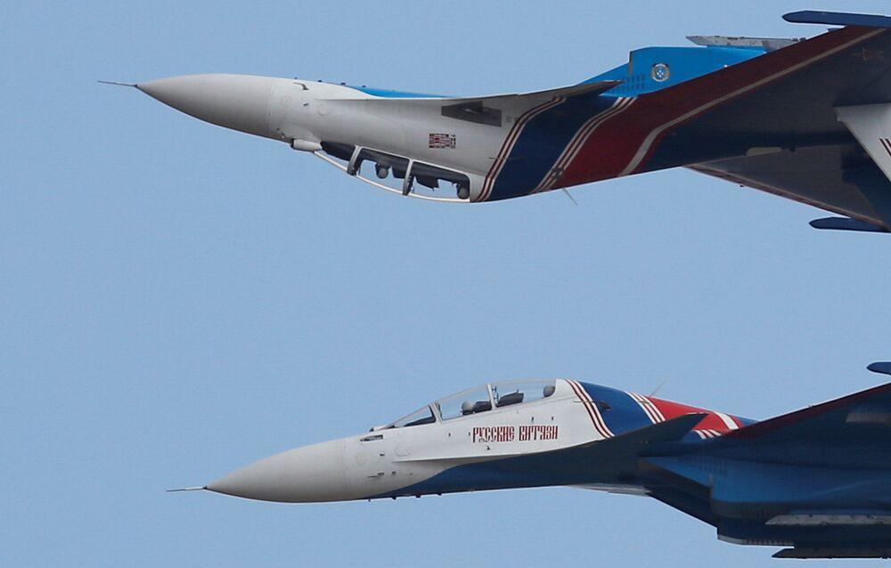 فريق الاستعراض الجوي سو-30 في مسابقة أفيادارتس في إطار الألعاب العسكرية الدولية أرمي -2018  (الجيش - 2018) في منطقة ريازان 4 أغسطس/ آب 2018