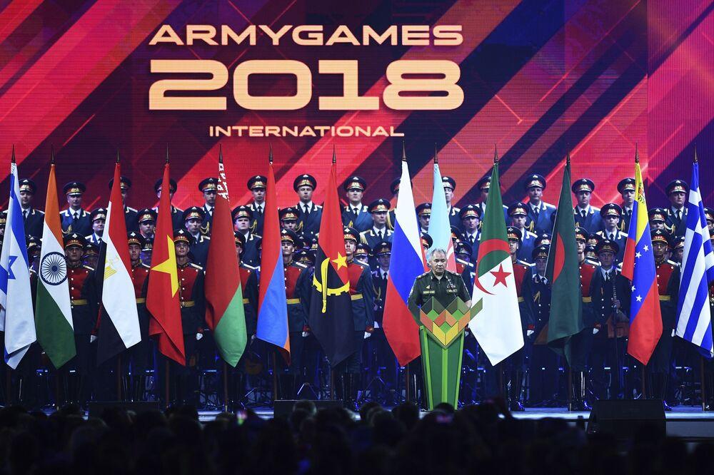 وزير الدفاع الروسي سيرغي شويغو خلال مراسم الحفل الختامي للألعاب العسكرية الدولية أرمي -2018  (الجيش - 2018) في حقل ألابينو بضواحي موسكو