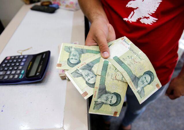 أوراق نقدية إيرانية في مكتب للصرافة في العراق