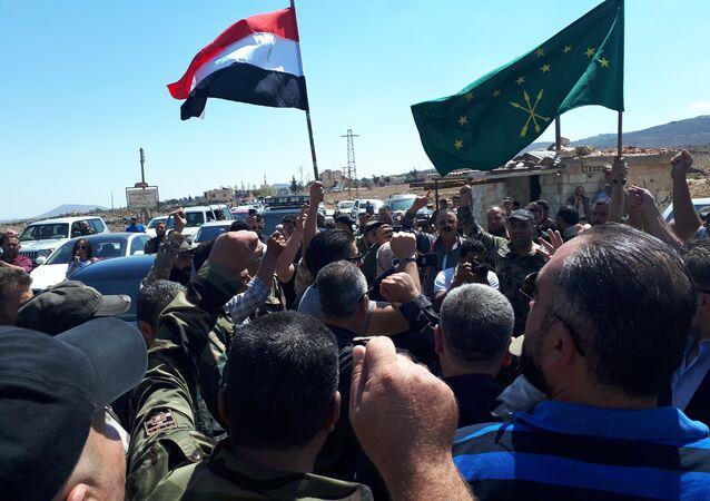 الجيش السوري ينتشر في آخر 3 بلدات في القنيطرة والأهالي يعودون