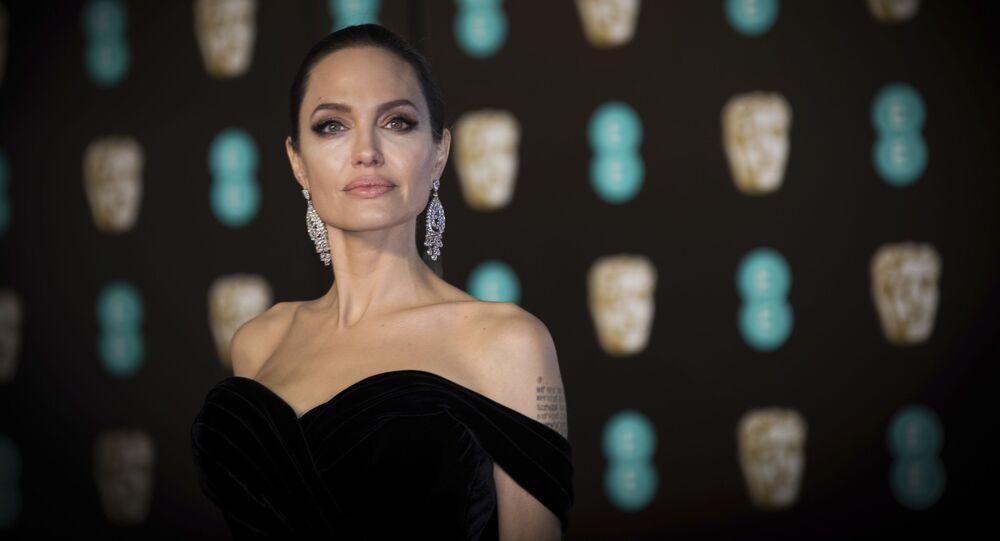 الممثلة أنجلينا جولي