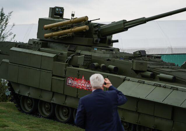 افتتاح منتدى آرميا 2018 (الجيش 2018 العسكري الدولي الرابع في كوبينكا بضواحي موسكو - مدرعة قتالية روسية متطورة على أساس قاعدة الدبابة أرماتا تي-15