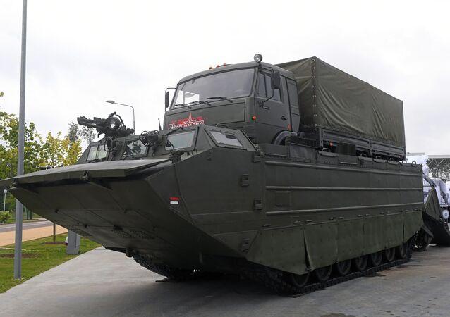 افتتاح منتدى آرميا 2018 (الجيش 2018 العسكري الدولي الرابع في كوبينكا بضواحي موسكو - ناقلة جنود مزنجرة بي تي إس-4