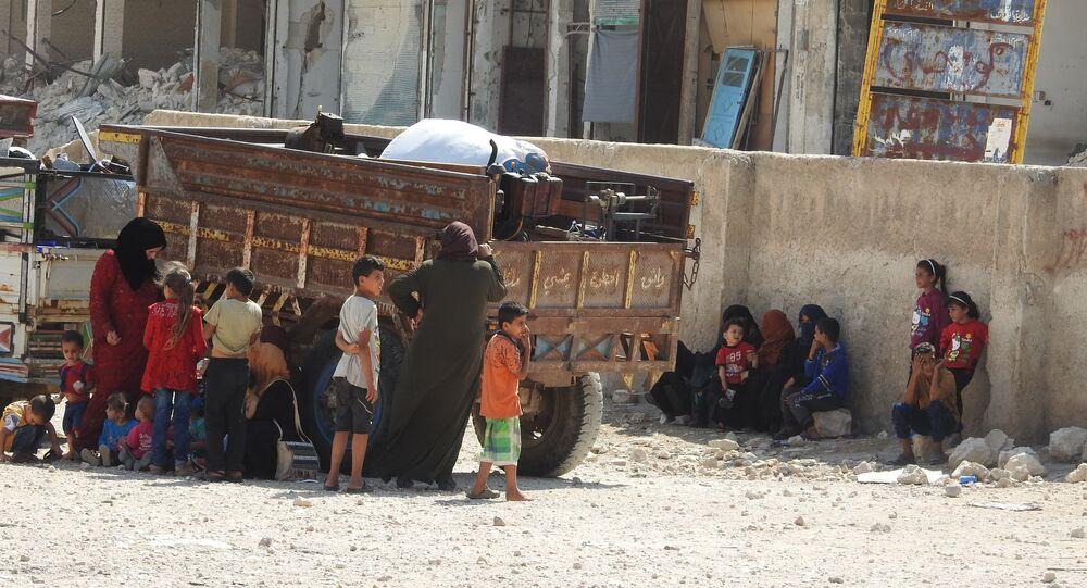 تزايد الوافدين عبر أبو الظهور...مدنيون: مسلحو إدلب منعونا منذ 8 أيام