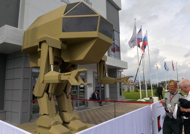 شركة كلاشينكوف تعرض الرجل الآلي إيغوريك