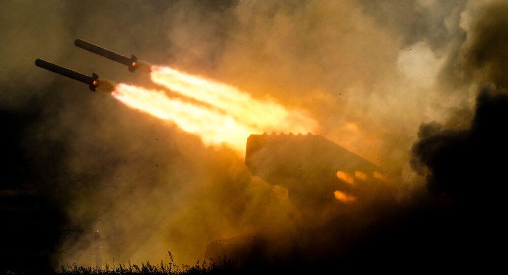راجمة الصواريخ توس - 1أ (سولنتسيبيوك خلال معرض المنتدى الدولي أرميا 2018 (الجيش 2018 في كوبينكا