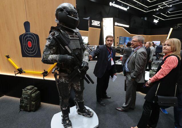 بدلة/ بزة جندي المستقبل (أرميا روسيي - زافتا/ الجيش الروسي - غدا) في معرض المنتدى التقني العسكري الدولي أرميا - 2018 (الجيش - 2018 في كوبينكا