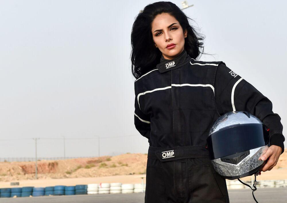 المتسابقة السعودية رنا الميموني (30 عاما) في ساحة ديراب للاستعراض الحر في  ضواحي مدينة الرياض، المملكة العربية السعودية 19 يوليو/ تموز 2018
