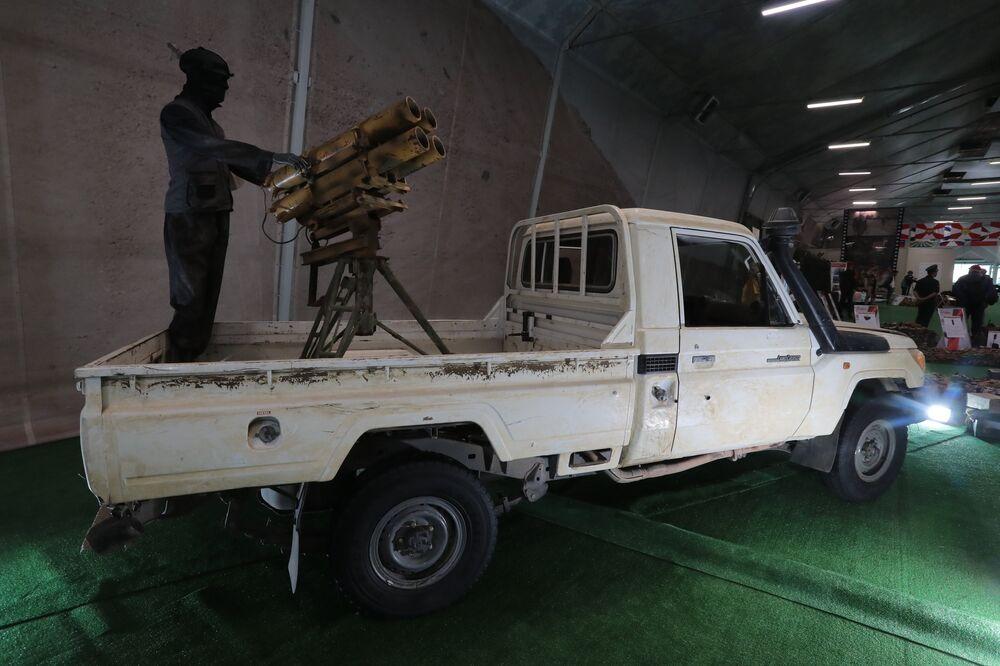 سيارة في معرض الأسلحة التي تم حجزها من المسلحين في سوريا، كجزء من المنتدى الفني العسكري الدولي الرابع أرمي 2018 (الجيش 2018) في كوبينكا