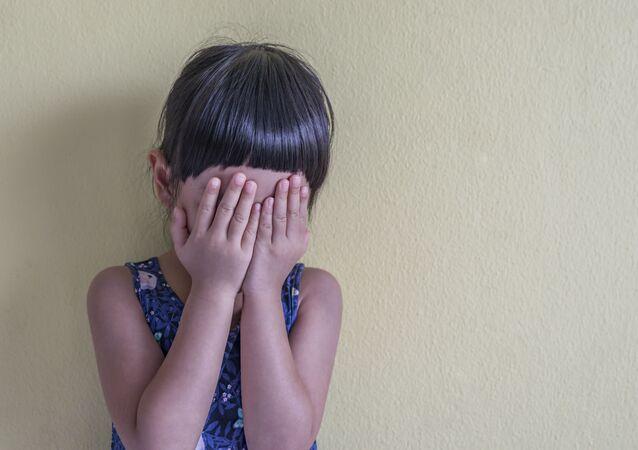 طفلة تبكي