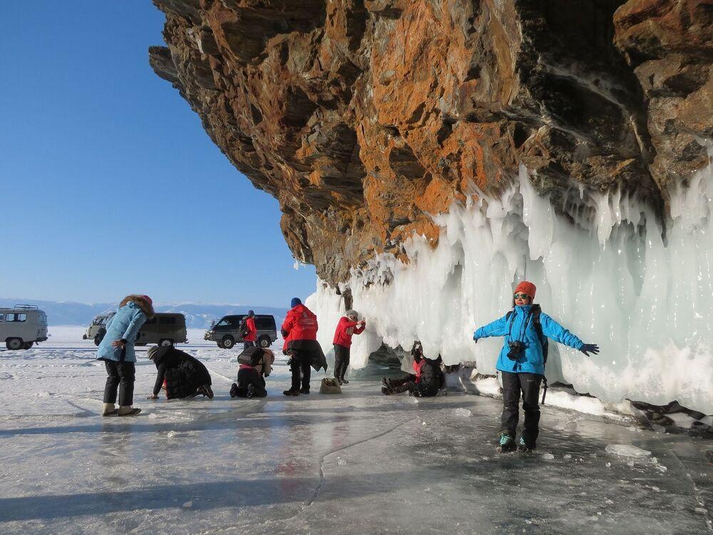 سياح صينيون على بحيرة بايكال