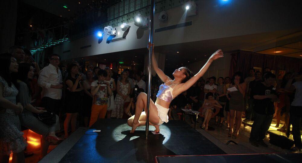 راقصة على عامود في الصين