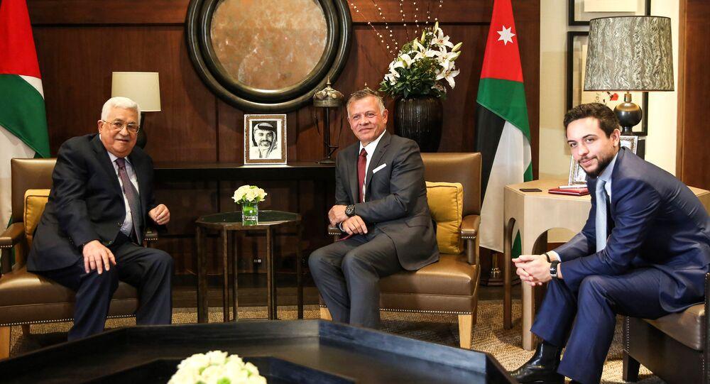 العاهل الأردني، الملك عبد الله الثاني بن الحسين مع الرئيس الفلسطيني محمود عباس