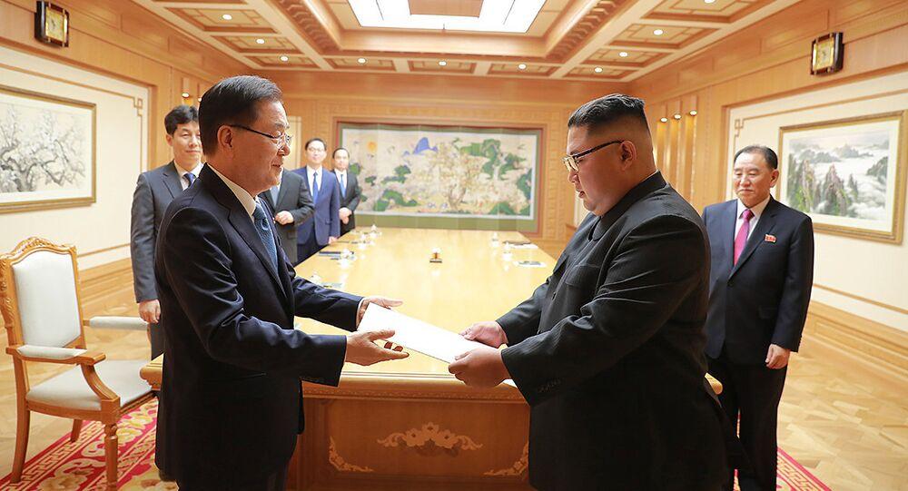 زعيم كوريا الشمالية كيم جونغ أون ومبعوث كوريا الجنوبية الخاص