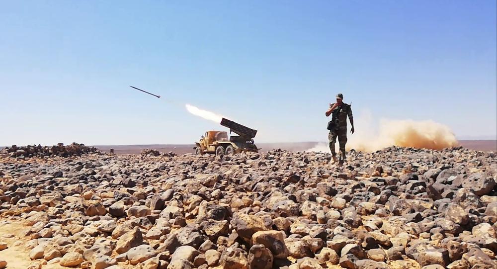 راجمات الجيش السوري تدك آخر جيوب داعش الإرهابي في تلول الصفا ببادية السويداء