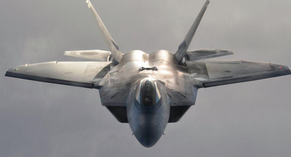 طائرة إف-22