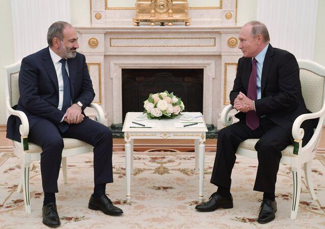 رئيس وزراء أرمينيا، نيكول باشينيان و الرئيس الروسي، فلاديمير بوتين،