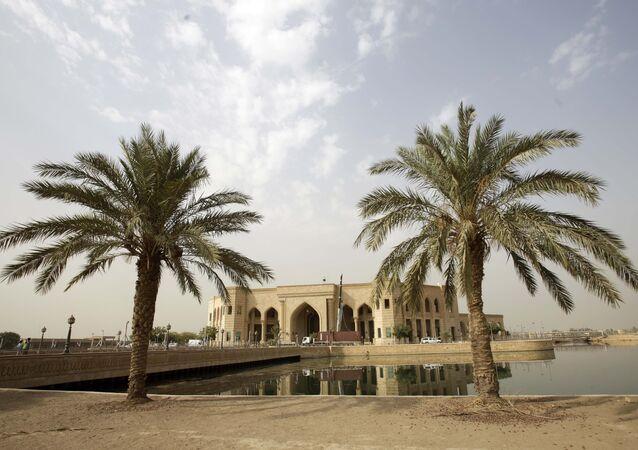 قصر الفاو للرئيس السابق صدام حسين، بني وسط بحيرة ويطلق عليه لقب قصر الماء