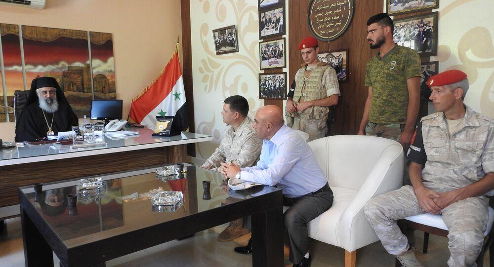رئيس مركز المصالحة الروسي في حماة السورية يزور مدرسة الراهبات
