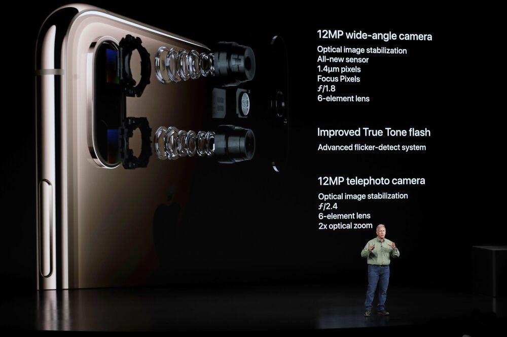 فيل شيلر ، نائب الرئيس الأول لأبل في قسم التسويق العالمي ، يتحدث عن كاميرا iPhone XS