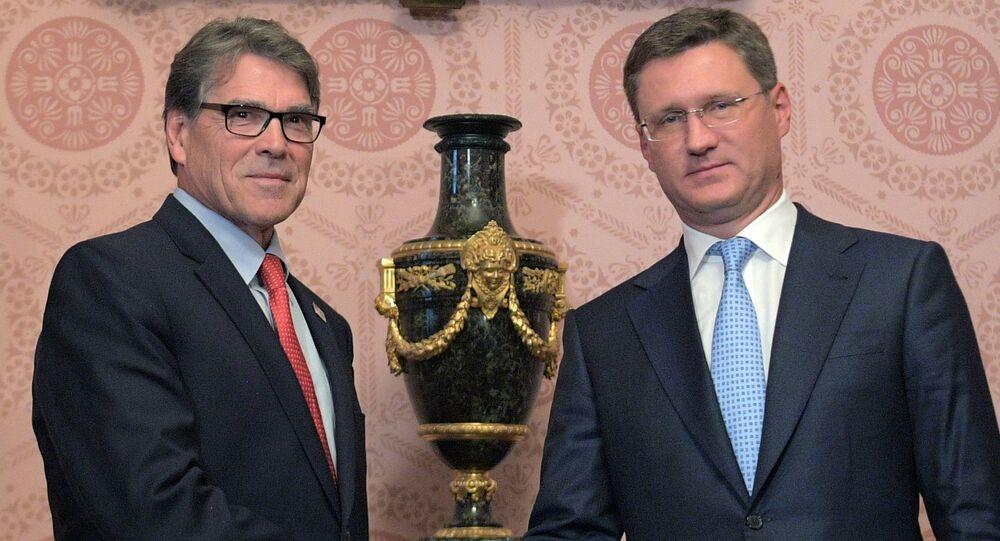 وزير الطاقة الروسي نوفاك مع نظيره الأمريكي بيري في اجتماع لهما بموسكو