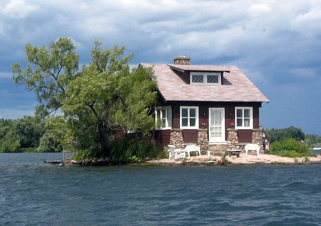 جزيرة جاست إنوف رووم (Just Enough Room)، كندا