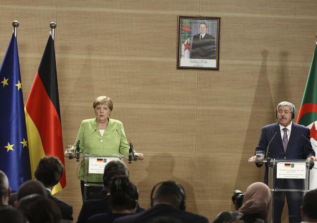 المستشارة الألمانية، أنغيلا ميركل مع رئيس الحكومة الجزائرية، أحمد أويحيى