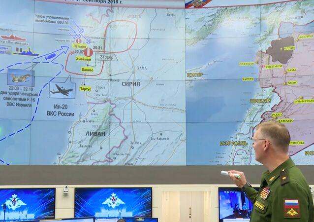 المتحدث الرسمي باسم وزارة الدفاع الروسية إيغور كوناشينكوف خلال مؤتمر صحفي توضيحي لاسقاط الطائرة الروسية إيل-20 في سوريا 18 سبتمبر/ أيلول 2018