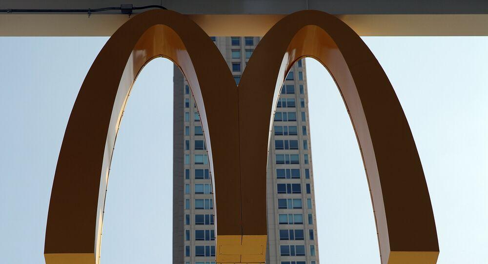 شعار مطاعم ماكدونالدز الأمريكية