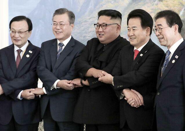 زيارة رئيس كوريا الجنوبية مون جاي-إن إلى كوريا الشمالية ولقاء زعيمها كيم جونغ أون في بيونغ يانغ، 19 سبتمبر/ أيلول 2018