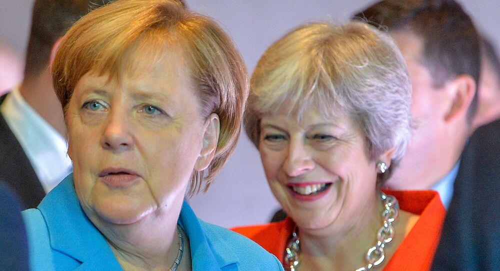 المستشارة الألمانية أنجيلا ميركل ورئيسة الوزراء البريطانية تيريزا ماي