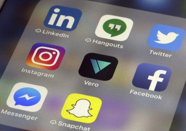 تطبيقات شبكات التواصل الاجتماعي: فيسبوك، تويتر، سناب تشات، اسنتغرام
